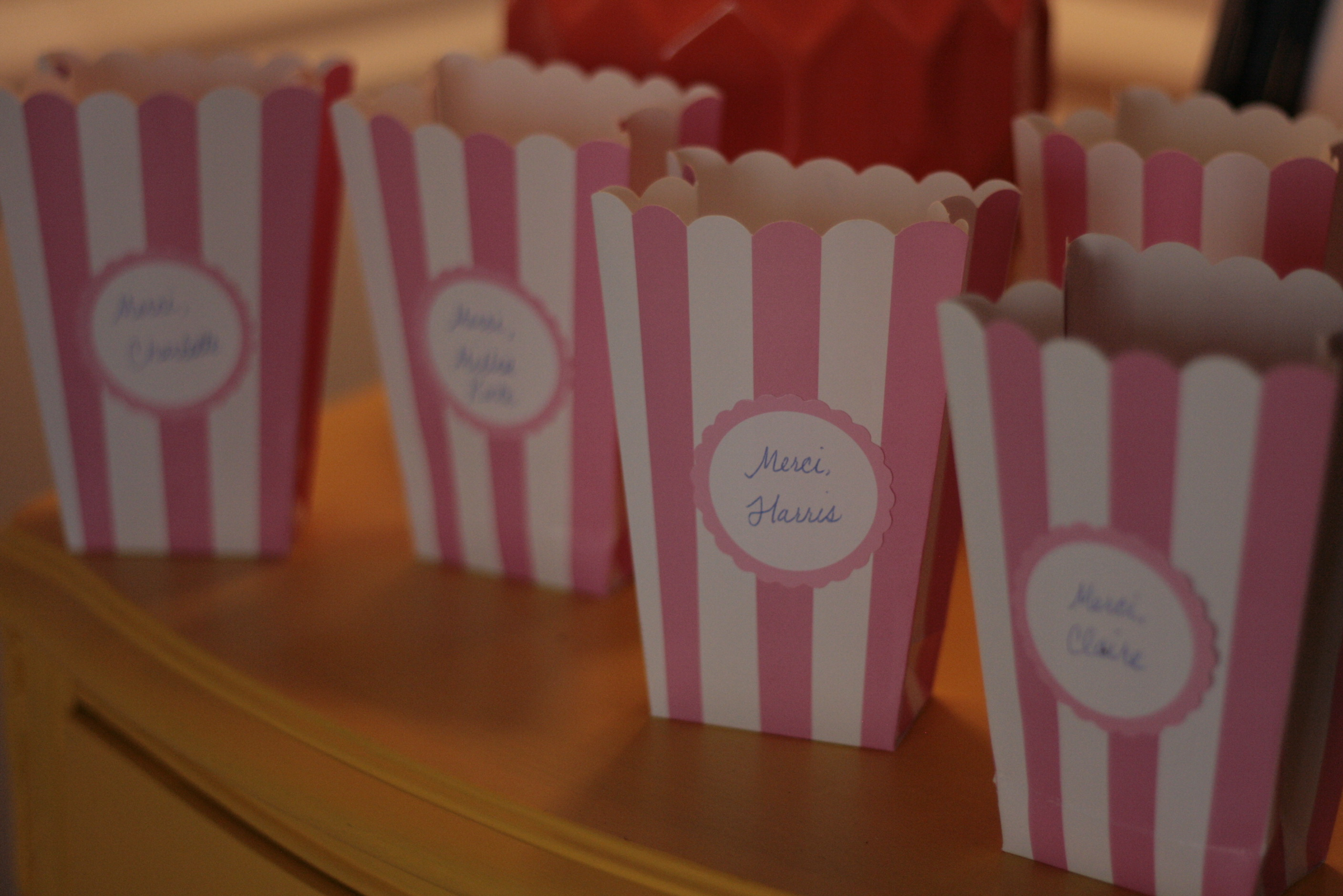 Little favor boxes containing a little light up ball